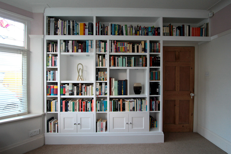 Large fitted bookshelves, white painted 모던스타일 서재 / 사무실 by Freebird Fitted Furniture 모던