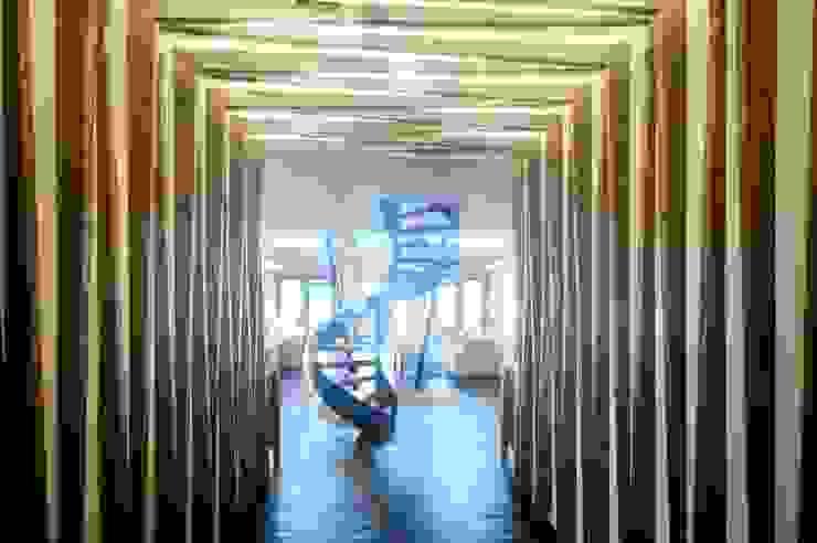 الممر الحديث، المدخل و الدرج من sanzpont [arquitectura] حداثي