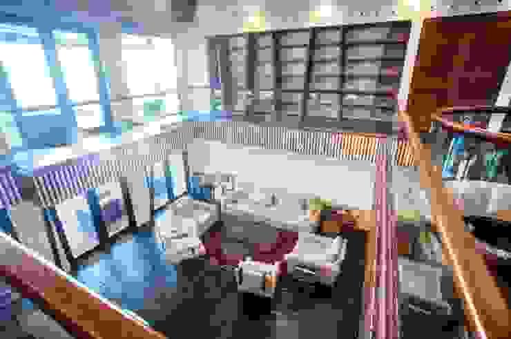Ruang Keluarga Modern Oleh sanzpont [arquitectura] Modern