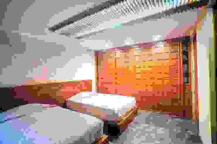 Casa SDLV Dormitorios modernos de sanzpont [arquitectura] Moderno