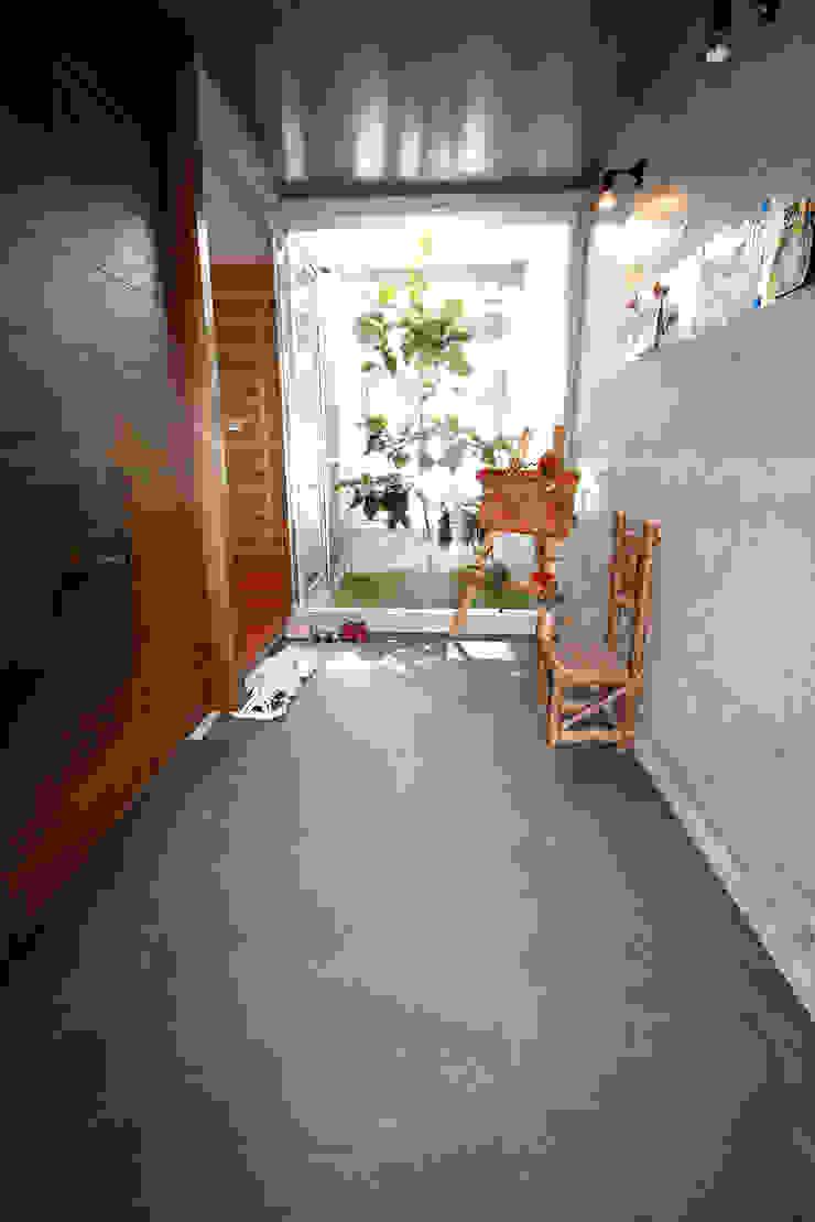 エントランスホール モダンスタイルの 玄関&廊下&階段 の Arms DESIGN モダン