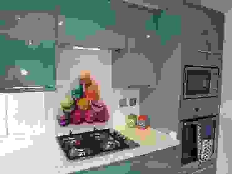 Rainbow Macaroons glass splashback Modern kitchen by DIYSPLASHBACKS Modern