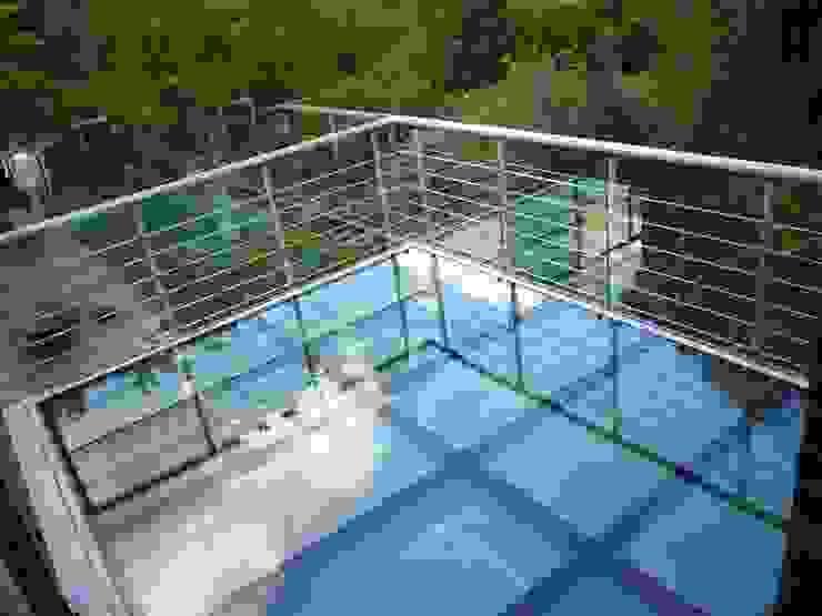 Glasbalkon am Klinkerhaus Moderner Balkon, Veranda & Terrasse von KraussGmbH Modern