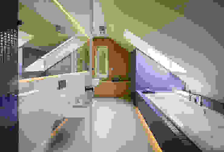 Kolorowy minimalizm Pracownia Projektowa Poco Design Minimalistyczna łazienka