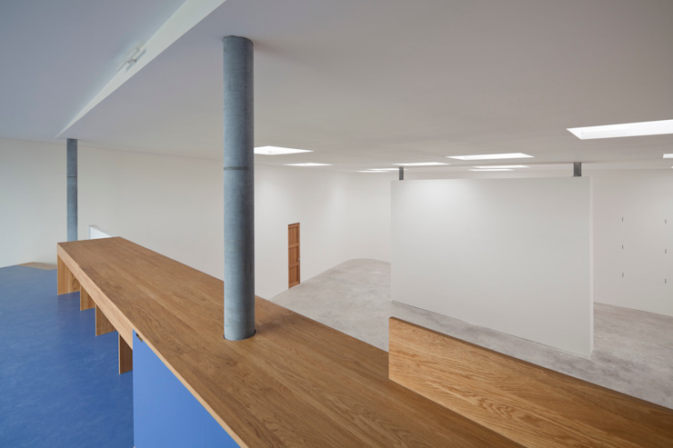 Brüstung Empore Minimalistische Museen von quartier vier Architekten Landschaftsarchitekten Minimalistisch
