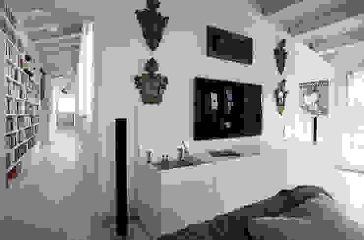 Loft a Modena Soggiorno moderno di ZPZ PARTNERS Moderno