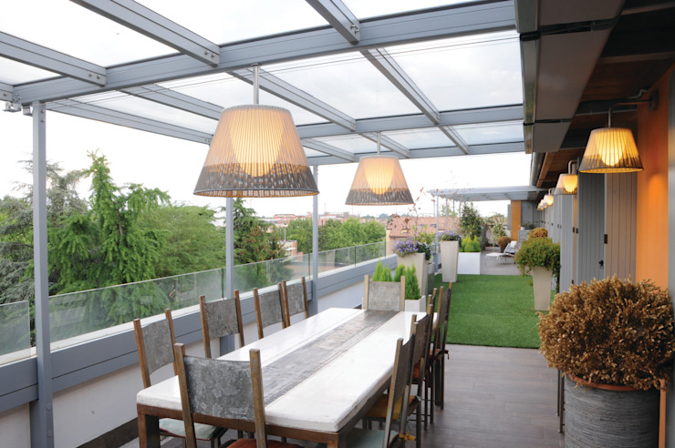 Loft a Modena Balcone, Veranda & Terrazza in stile moderno di ZPZ PARTNERS Moderno