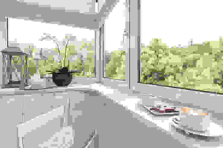 Classic style balcony, veranda & terrace by pashchak design Classic