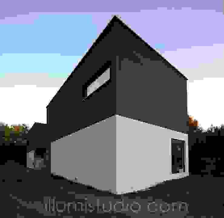 DOMY W ZABUDOWIE BLIŹNIACZEJ Minimalistyczne domy od ILLUMISTUDIO Minimalistyczny