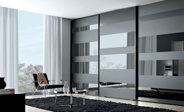 Segmenta wardrobe, pictured here in Grey and frosted Grey mirror. de Lamco Design LTD Moderno