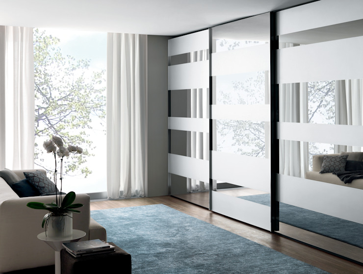 Segmenta wardrobe - Pictured here in natural / Silver mirror and frosted mirror van Lamco Design LTD Minimalistisch