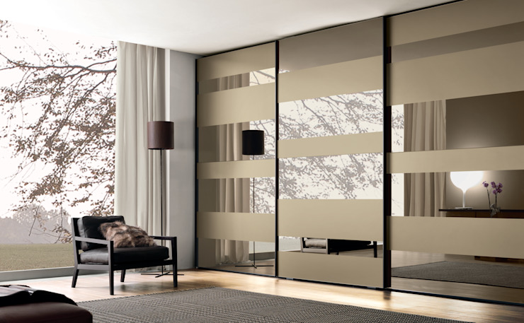 Segmenta sliding door wardrobe - Pictured here in Bronze mirror and frosted bronze mirror. de Lamco Design LTD Moderno
