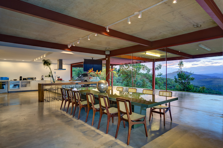 Eclectic style dining room by Denise Macedo Arquitetos Associados Eclectic