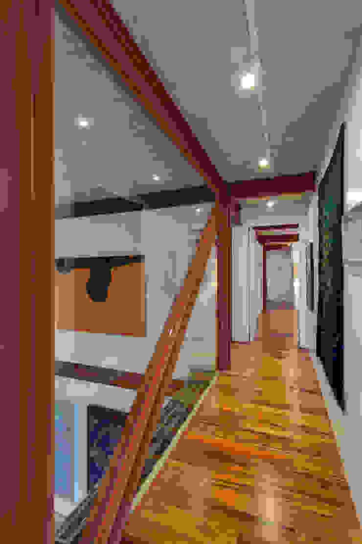 Corredor Corredores, halls e escadas minimalistas por Denise Macedo Arquitetos Associados Minimalista