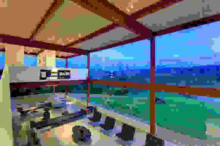Vista do living montanhas Salas de estar minimalistas por Denise Macedo Arquitetos Associados Minimalista