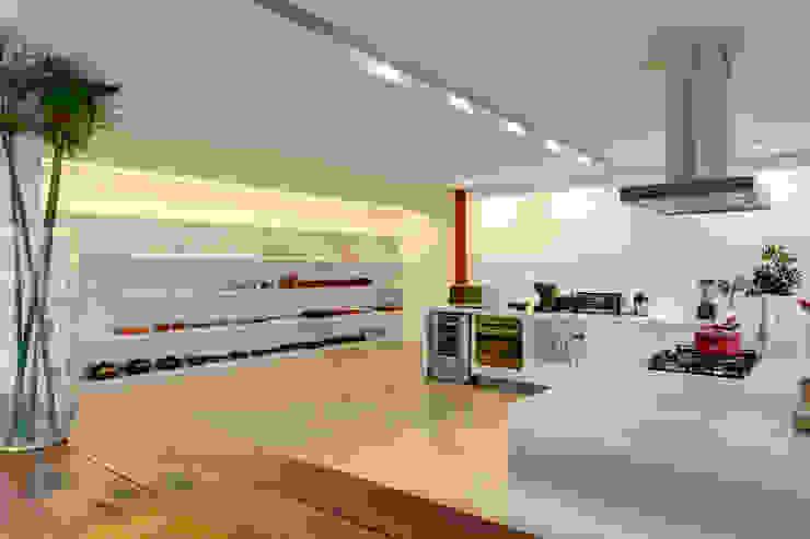 Minimalistische Küchen von Denise Macedo Arquitetos Associados Minimalistisch