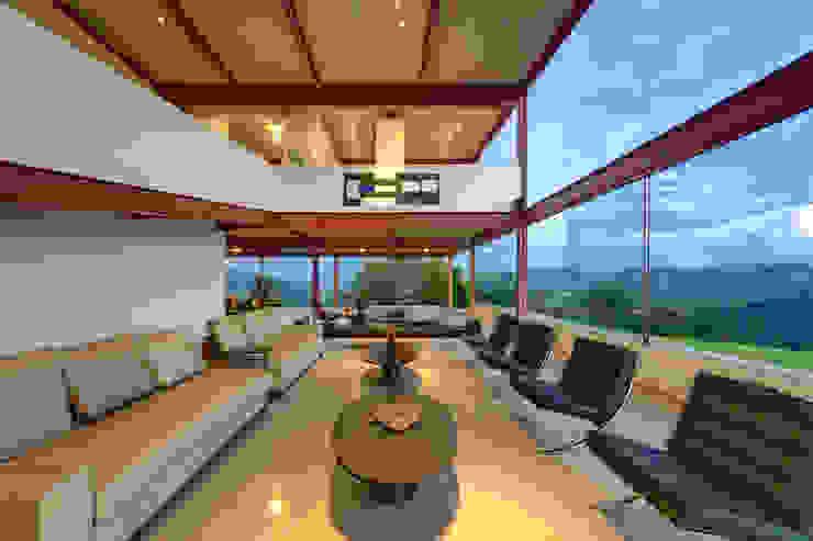 Living room by Denise Macedo Arquitetos Associados, Minimalist