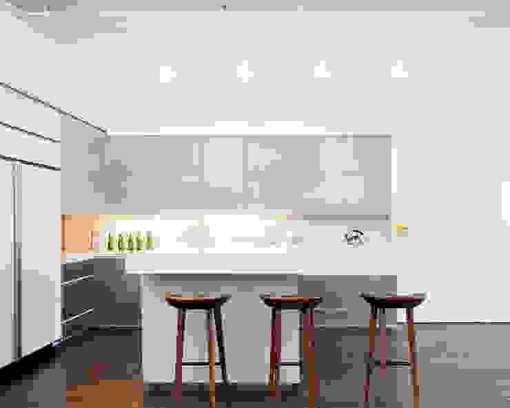 Greene Street Loft Industrial style kitchen by Slade Architecture Industrial