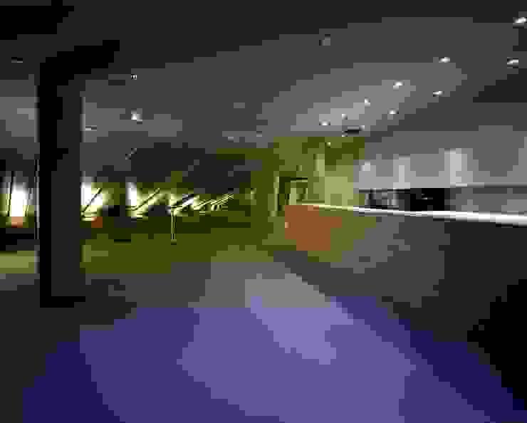 Sapporo media park SPICA od 株式会社 伊坂デザイン工房 Eklektyczny