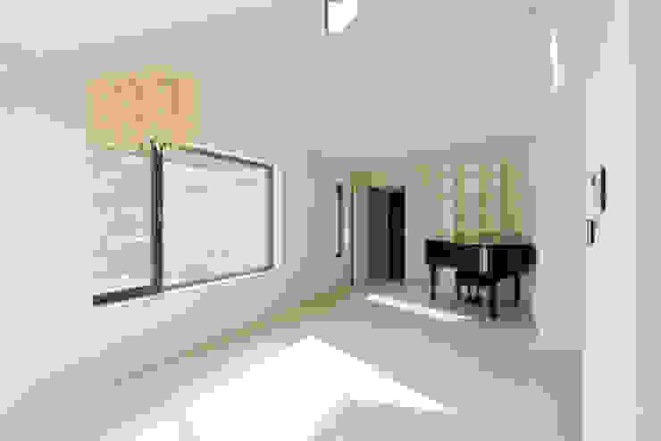 대전 하기동 주택 모던스타일 거실 by (주)오우재건축사사무소 OUJAE Architects 모던