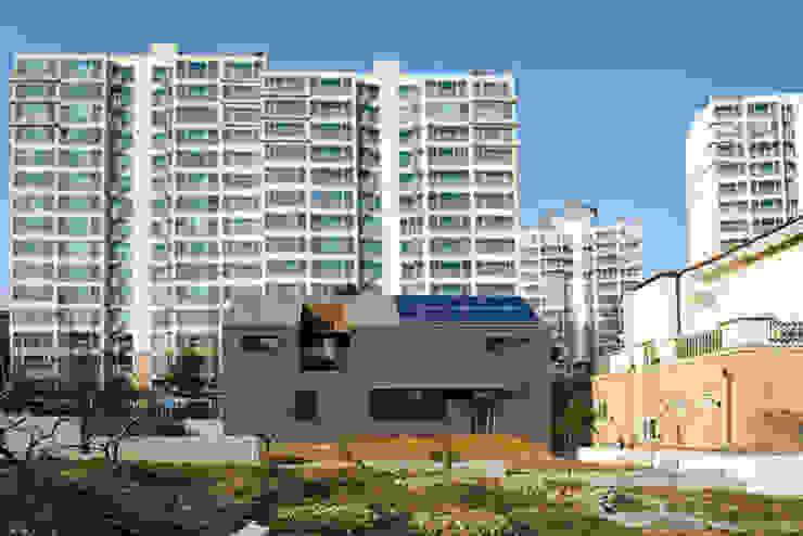 Modern Houses by (주)오우재건축사사무소 OUJAE Architects Modern