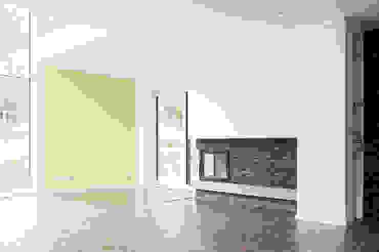 Wohnzimmer mit Kamin Moderne Wohnzimmer von Sökeland-Leimbrink Architektur • Design GmbH Modern