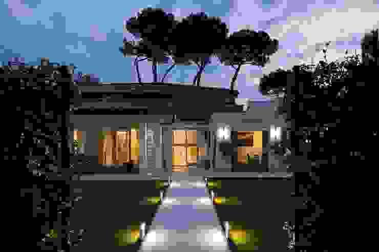 INGRESSO PRINCIPALE-garden Case eclettiche di Studio Architettura Carlo Ceresoli Eclettico