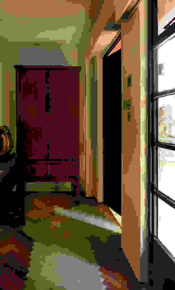 Leong Fee Terrace Ingresso, Corridoio & Scale in stile asiatico di Stefano Tordiglione Design Ltd Asiatico