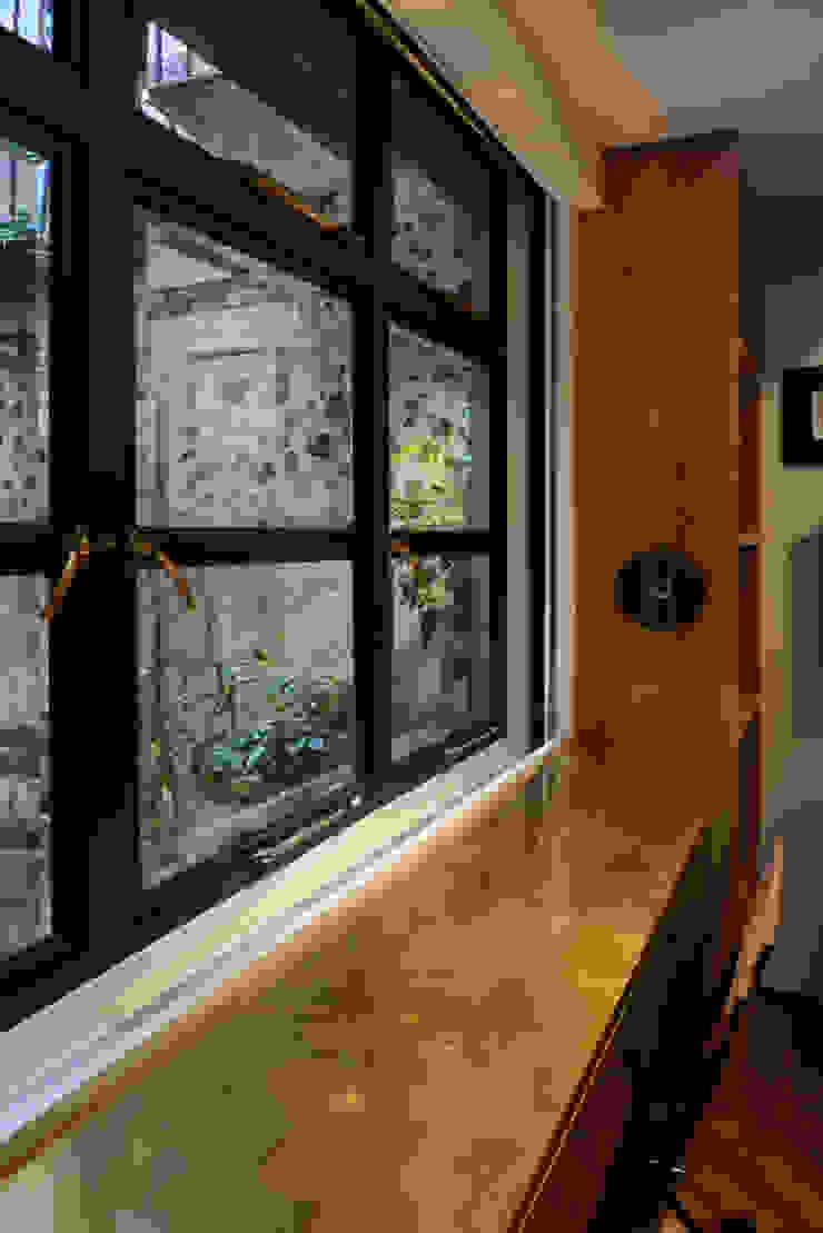 Leong Fee Terrace Finestre & Porte in stile asiatico di Stefano Tordiglione Design Ltd Asiatico