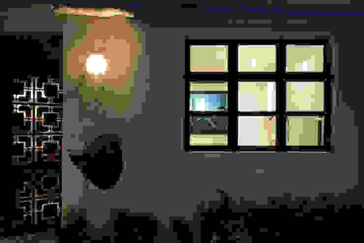 Leong Fee Terrace Case in stile asiatico di Stefano Tordiglione Design Ltd Asiatico