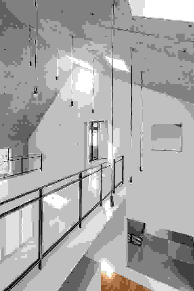 MIY モダンデザインの 多目的室 の ZOYA Design Office モダン