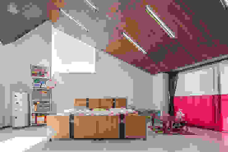 MIY モダンデザインの 子供部屋 の ZOYA Design Office モダン