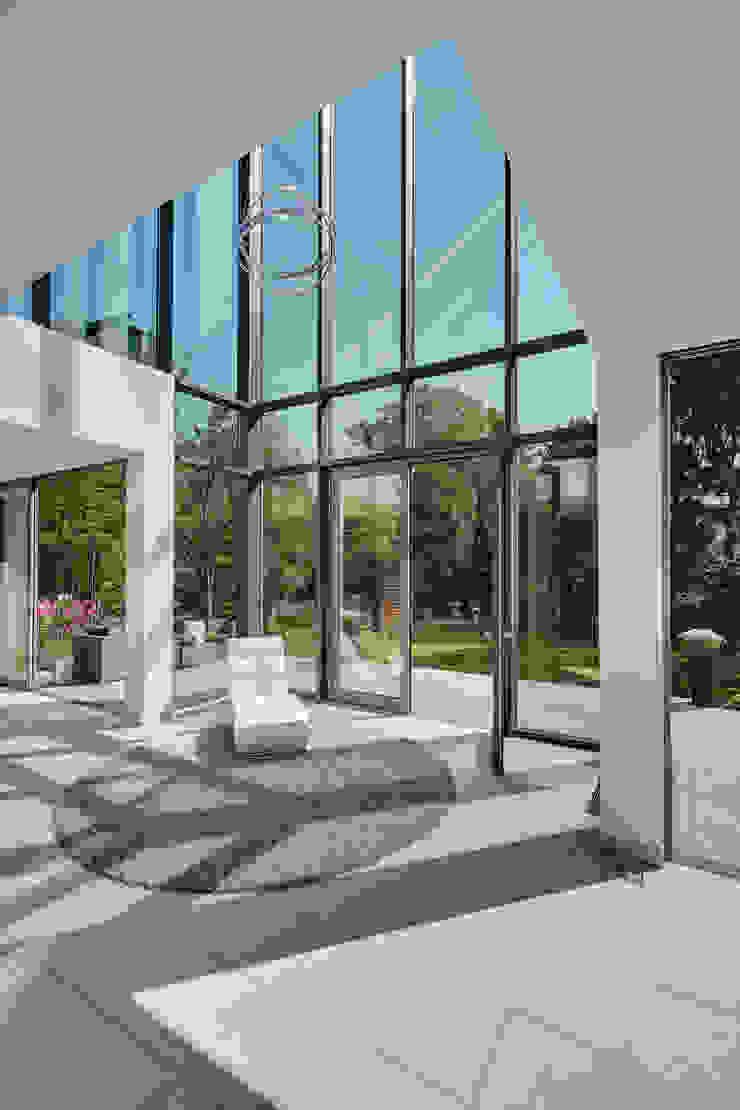 by 28 Grad Architektur GmbH Сучасний