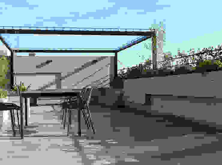 Pérgola y espacio de reunión Balcones y terrazas de estilo moderno de La Habitación Verde Moderno