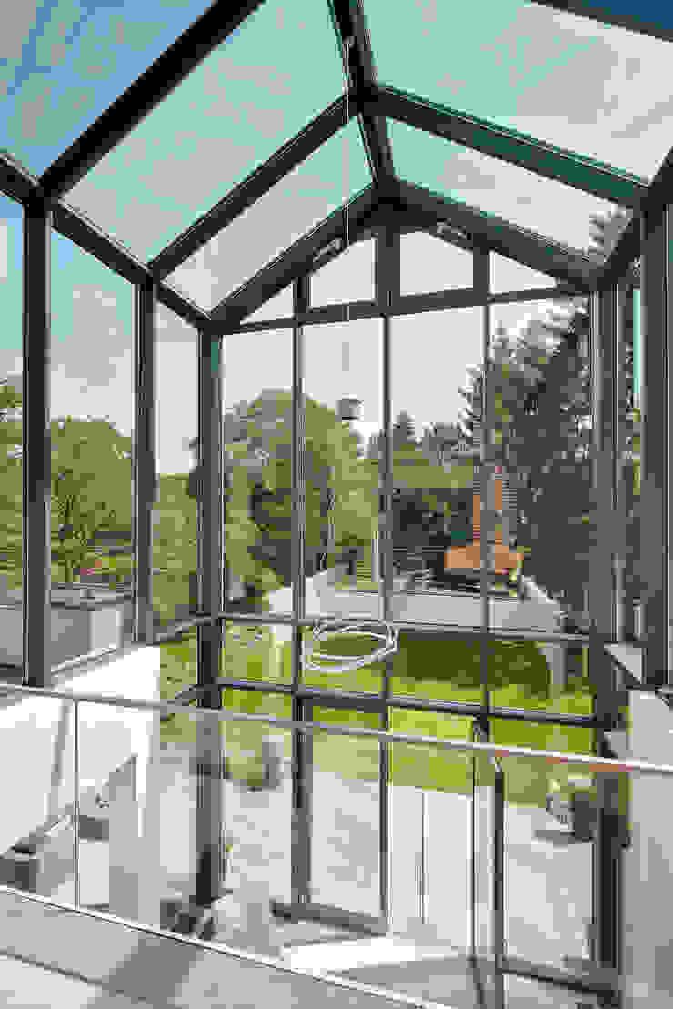 Nowoczesny ogród zimowy od 28 Grad Architektur GmbH Nowoczesny