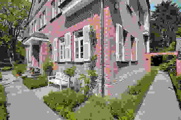 Rumah Klasik Oleh 28 Grad Architektur GmbH Klasik