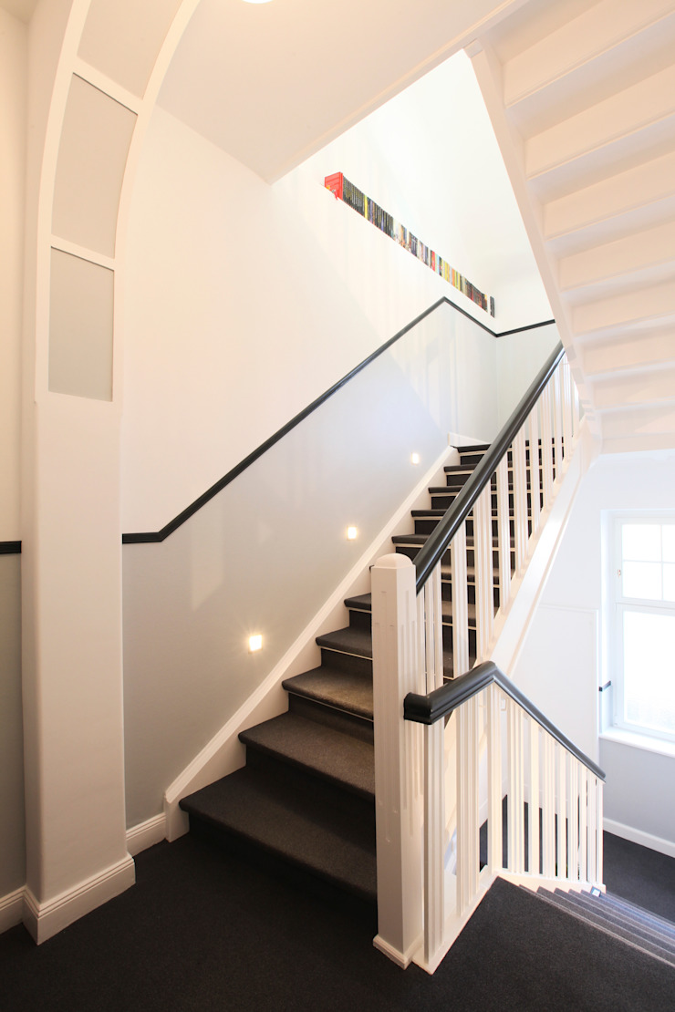 28 Grad Architektur GmbH Classic style corridor, hallway and stairs