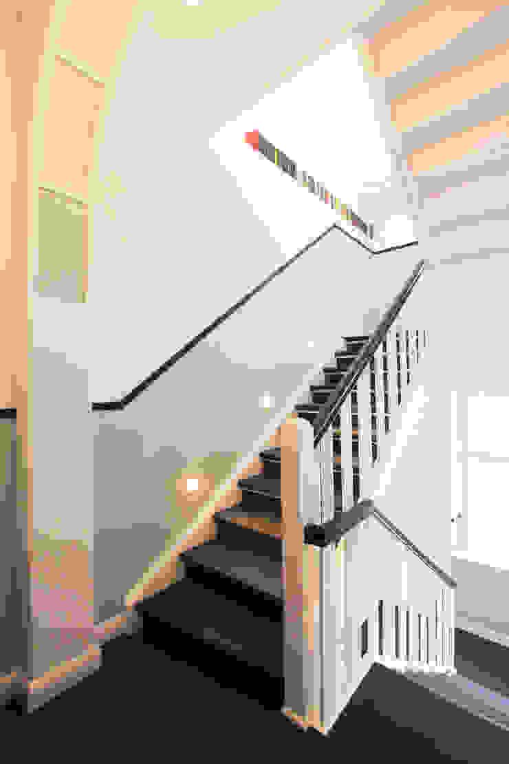 Couloir, entrée, escaliers classiques par 28 Grad Architektur GmbH Classique