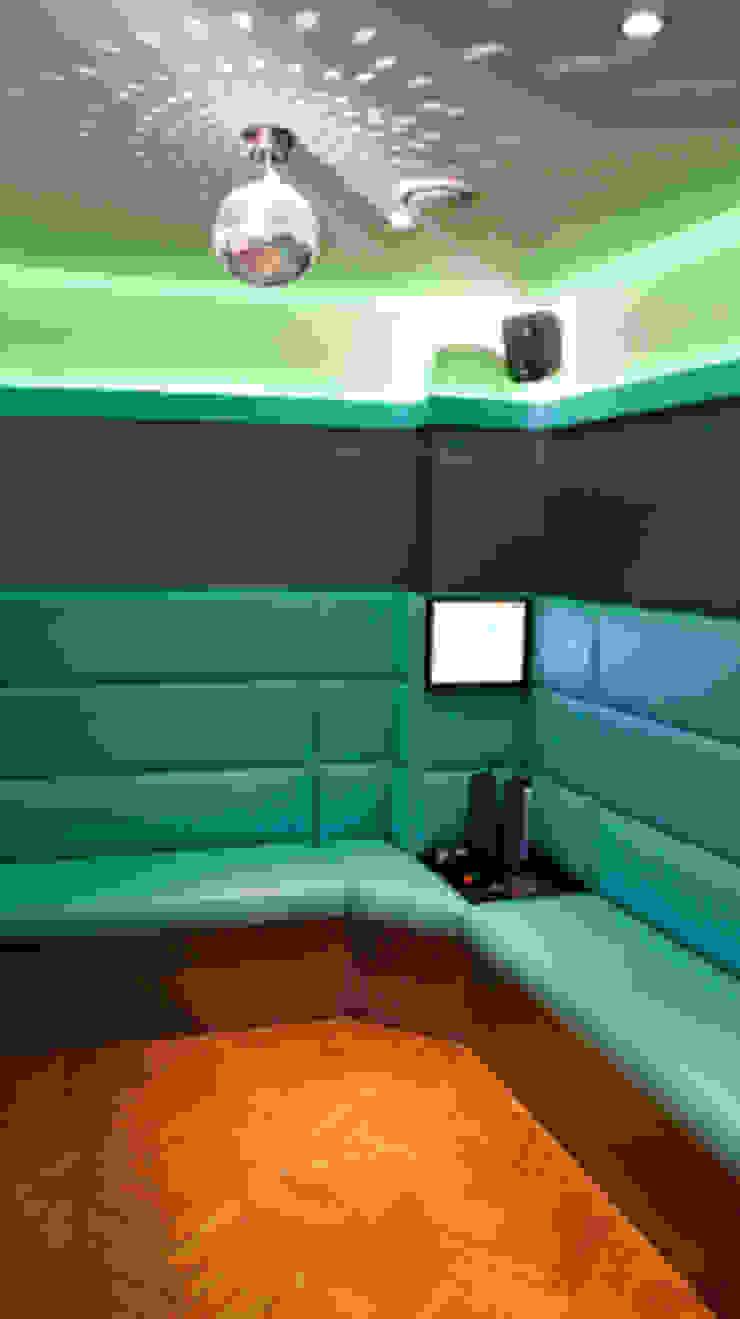 9 Rooms Karaoke Modern event venues by Martin Hall Design Modern
