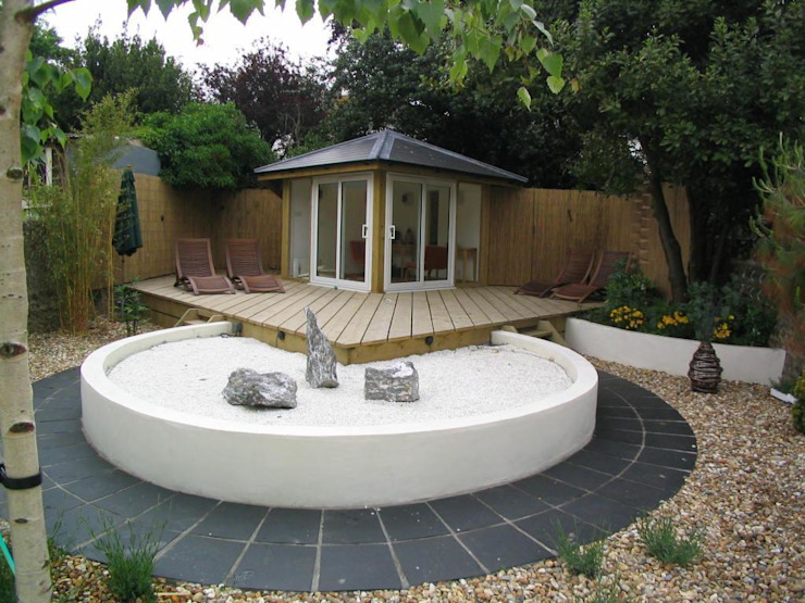 Summer house and Zen garden:  Garden by Martin Hall Design