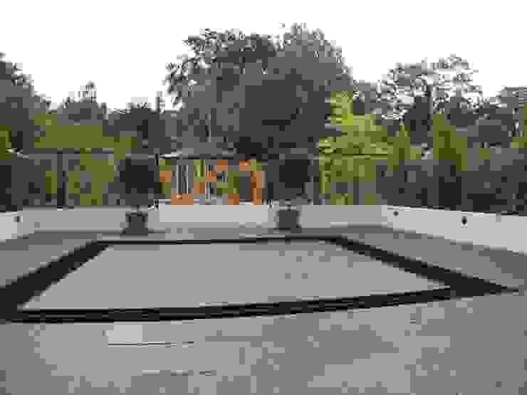 Rill and central island Modern garden by Martin Hall Design Modern