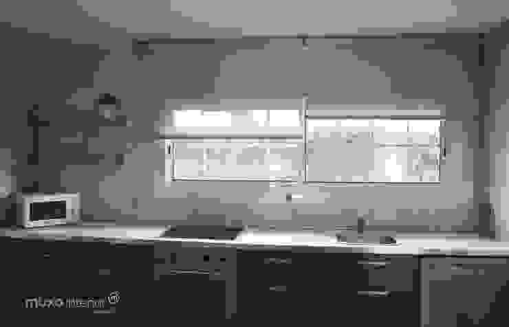 muxo Studio Modern kitchen