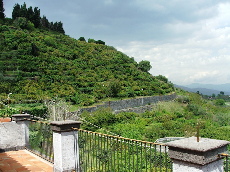 Panorama Balcone, Veranda & Terrazza in stile mediterraneo di Antonio Torrisi Mediterraneo