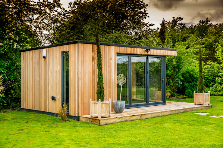 Stunning garden room suite Moderne tuinen van The Swift Organisation Ltd Modern