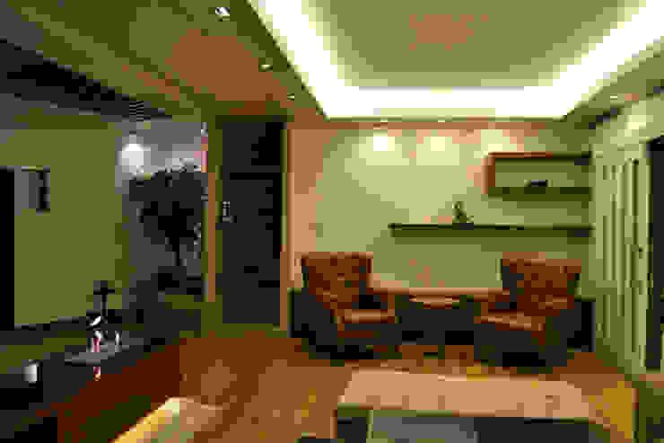 Classic style living room by NM Mimarlık Danışmanlık İnşaat Turizm San. ve Dış Tic. Ltd. Şti. Classic