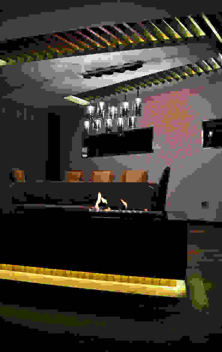 Classic style dining room by NM Mimarlık Danışmanlık İnşaat Turizm San. ve Dış Tic. Ltd. Şti. Classic