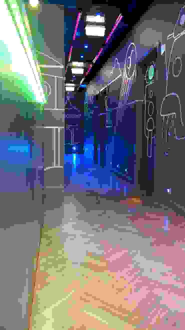 Samples Modern bars & clubs by Martin Hall Design Modern