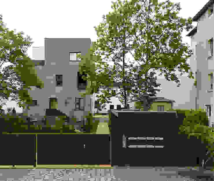 Schillingstraße Minimalistische Häuser von quartier vier Architekten Landschaftsarchitekten Minimalistisch