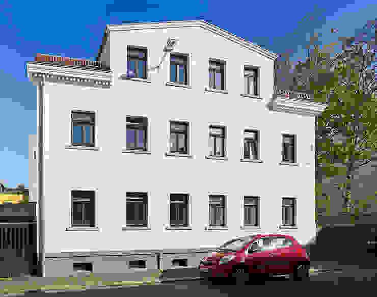 Vorderhaus Minimalistische Häuser von quartier vier Architekten Landschaftsarchitekten Minimalistisch