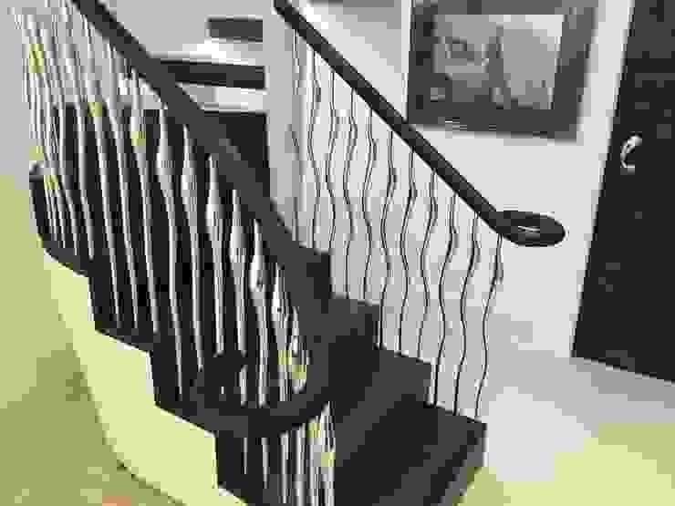 Poole Modern corridor, hallway & stairs by Zigzag Design Studio (Sculptural Structures) Modern